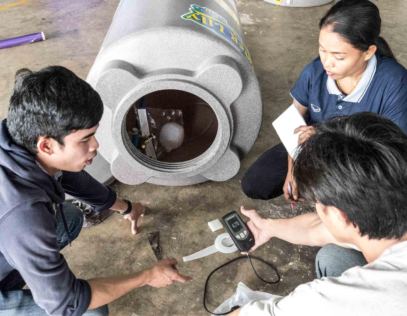 แนะนำการใช้งานเครื่องวัดความหนา ให้กับโรงงานทำถังน้ำ
